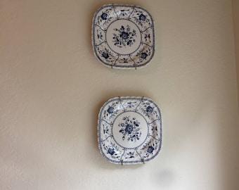 Floral Design Blue & White (2) Plates
