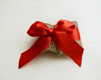 Rustic burlap red bow napkin ring, Red rustic wedding, burlap napkin ring, Christmas wedding, rustic chic, wedding table napkin ring, Red