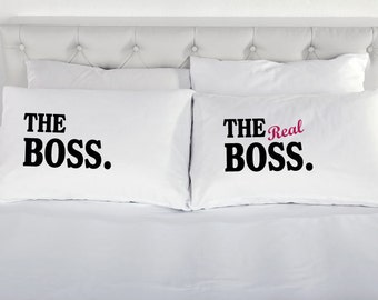 Couples Pillowcases The Boss The Real Boss Pillow Cases White 200TC Cotton Printed Pillow Case Pair Bed 100% Cotton Excellent Quality