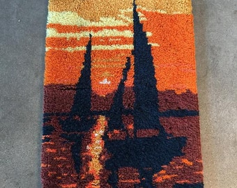 70's Vintage Sunset with Sailboat Rug Wall Hanging (PEUQNG)
