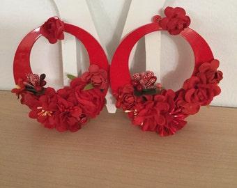 Flamenco hoop earrings adorned with flowers