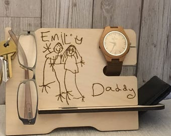 Men's valet stand for wallet, phone, glasses, watch, keys. Personalised with your childs drawing & writing. Pyrography organiser/phone stand