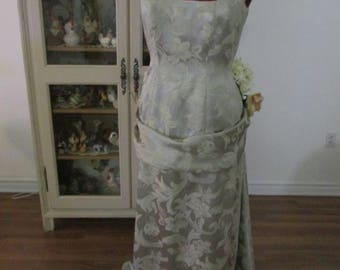 1880's Women's Gown (Size 14)