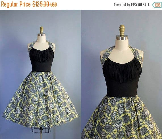 SALE 15% STOREWIDE 1950s Shelf Bust Halter Sundress/ Medium (34b/28w)