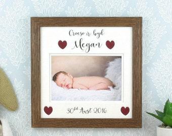 Ffram Babi newydd, Croeso i'r byd, Anrheg Babi Cymraeg - Welsh new baby gift, welcome to the world.