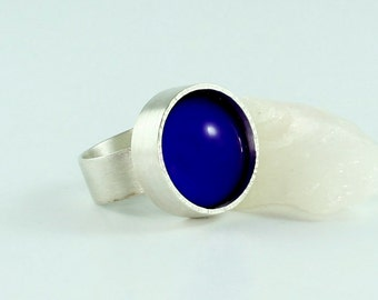 Unique ring with Royal blue glass cabochon/silver ring/Solitaire ring/SterlingSilber/handmade/forged/structure/matte/polished/awschmuckart