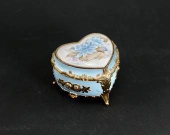 """Vintage musical jewelry box - heart-shaped, trinket box, light blue and gold-tone, flowers, plays """"Memory"""" - filigree, footed, lovely!"""