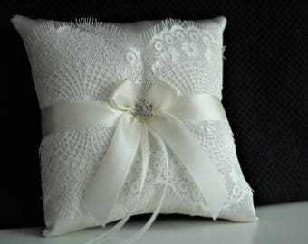 White Ring Bearer Pillow and Flower Girl Basket \ Off-white Lace Wedding Ring Holder \  Brooch Pillow \ Wedding Ceremony Accessory