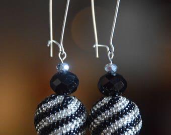 Beaded bead earrings, ethnic earrings, seed bead earrings, black and white, beadwork jewelry, dangle earrings, Boho style, gift for her