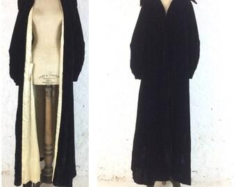 1930s Black Velvet Stunning Dressing Gown Amazing Collar