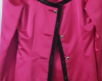 Fuschia Women's Suit with beading detail in excellent condition. Great for a cruise, wedding, gala or special event.
