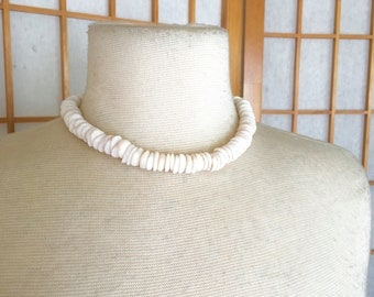 Vintage 70s Hawaiian Puka Shell Choker Necklace
