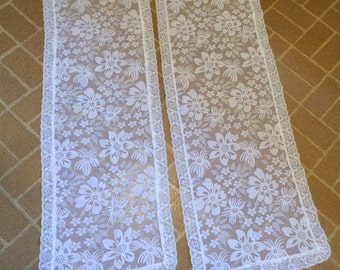 Two Vintage White Lace Retro Flower Pattern Rectangle Table Runner Doilies Set
