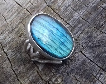 Abstract silver ring with labradorite Labradorite ring Handmade silver ring Sculptural jewellery