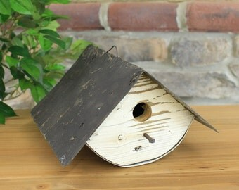 Wooden Wren Birdhouse With Rustic Tin Roof - 4 Assorted Colors Red, Green, White, Natural