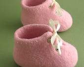 Baby shoes, Pink, Felted, Handmade baby booties, Pram shoes, Baptism gift, Baby photo prop, Newborn baby, Embroidered, Shoes for girls