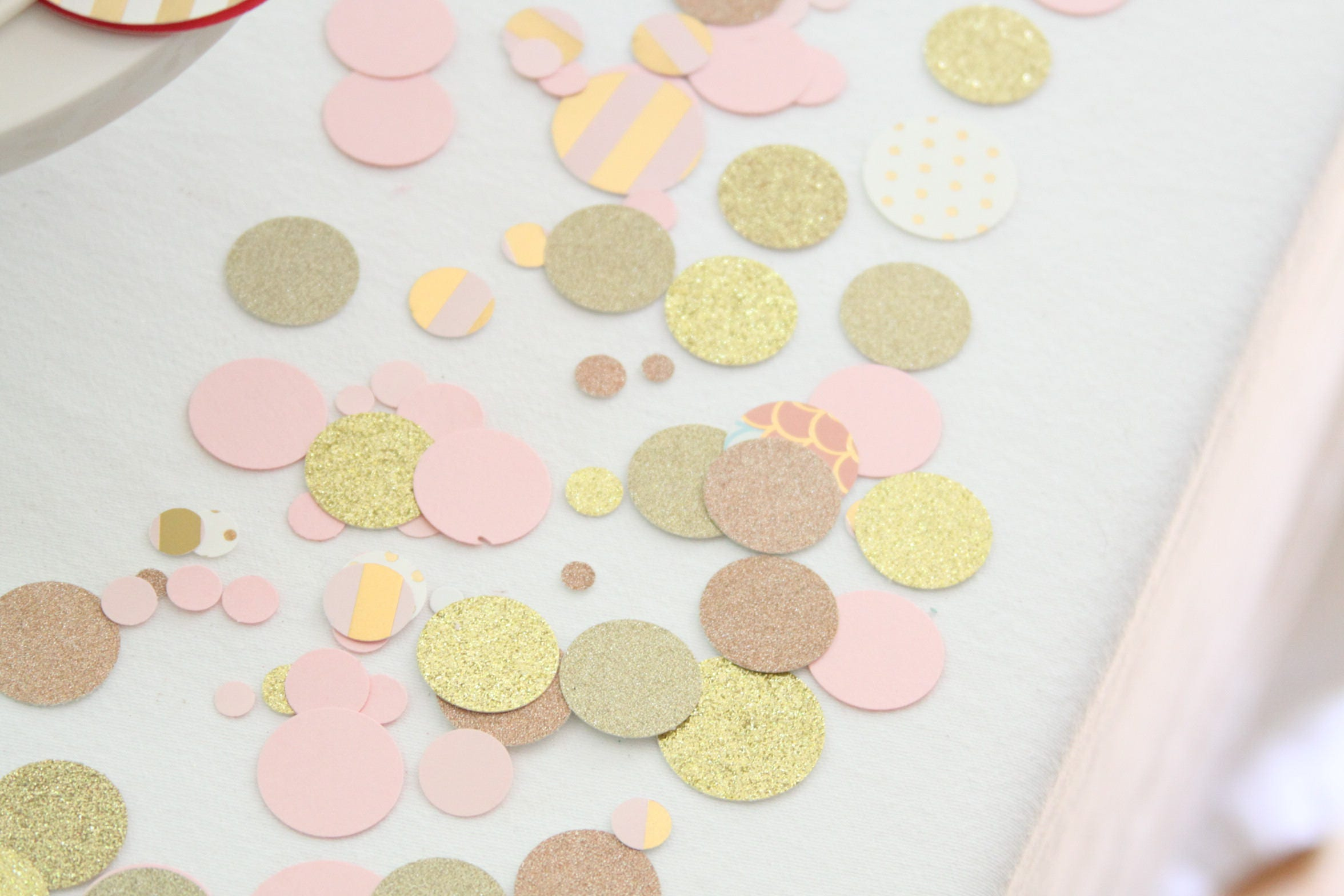 Rose gold confetti pink and gold baby shower decorations - Deco baby shower rose ...