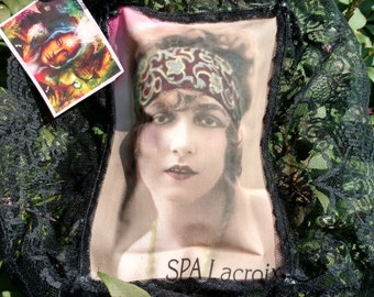 Sachet filled with potpourri pillows with a gift tag