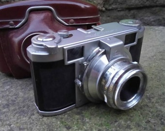 Vintage 1954 Leidolf Lordomat 35mm rangefinder camera with original leather case. Beautifully made and all working.