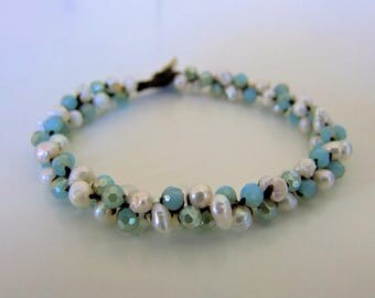 Crystal and Pearl bracelet. Pearl jewelry. Natural pearls and glass beads bracelet.