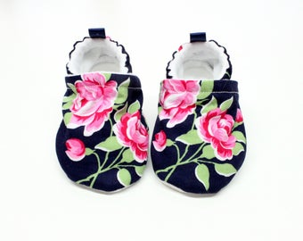 Roses and navy baby shoes - Baby shoes, Pre walker, soft sole, crib shoes, baby booties, baby moccs, baby girl shoes