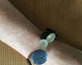 Vintage/Used button bracelet with magnetic clasp (black and translucent).