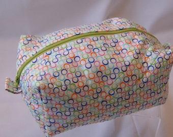 Medium box corner zippered pouch