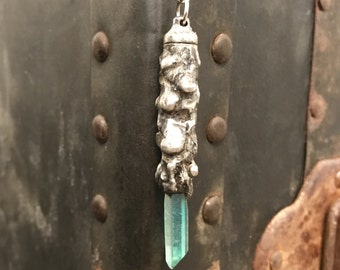 Handmade Memorial Urn Pendant Necklace / Green Crystal / Quartz Point Pendant / Essential Oil Pendant / Stash Necklace / Pill Box Necklace
