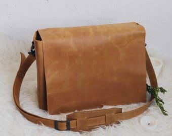 Leather crossbody, the everyday bag, shoulder bag women, laptop bag, bag women, handmade bag, bag leather, bag minimalist women, bookbag