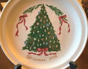Vintage Christmas 1978 Lillian Vernon Plate