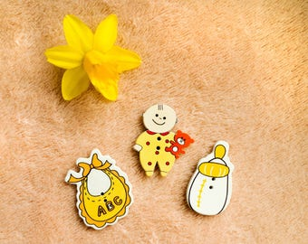 3 pcs of wooden buttons, kids buttons, baby, bib, bottle