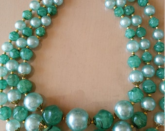 """Vintage 1960's green """"faux pearl"""" and bead necklace"""