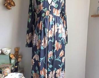 Sweet Vintage 70s Long Floral Bed Robe Dress