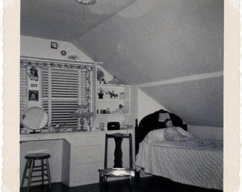 vintage photo 1952 Snapshot Square My Bedroom Girl Doll