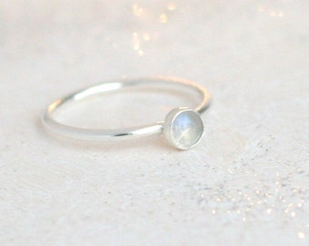 moonstone ring. sterling silver. birthstone ring. gemstone ring. 4mm rainbow moonstone boho ring. minimalist ring. moonstone jewelry. June.