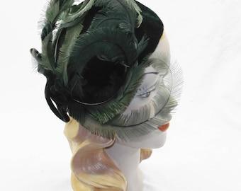 1940s Vintage Green Velvet with Feathers Side Tilt Hat