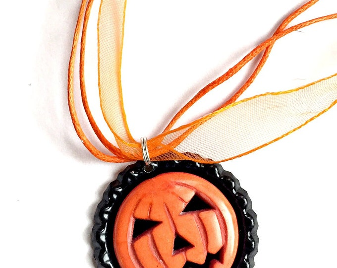 Jack O Lantern Choker Necklace,  Pumpkin Choker Necklace Pendant, Halloween Organza Ribbon Bottle Cap Pendant, Orange Pumpkin Pendant