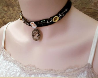 Victorian cameo choker necklace, velvet choker, cameo necklace, cameo jewelry, bead embroidery textile jewelry chocolate brown Gothic choker
