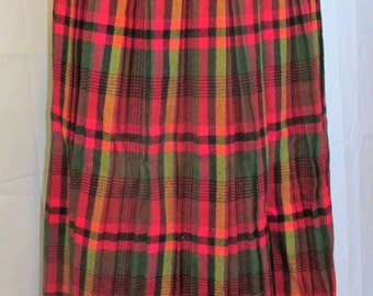 Vintage Hipster Plaid Wool Pleated Skirt Preppy Plaid Skirt Made on Nantucket 1950s 50s Metal Zipper Red Green Plaid Size 6