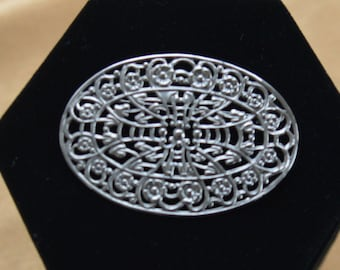 Pretty Vintage Silver tone Filigree Oval Brooch, Pin (AD1)