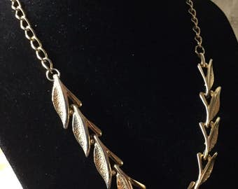 Very Gold Tone Linked Leaves Choker Necklace Unsigned 1950's 1940's Nature Inspired Feminine