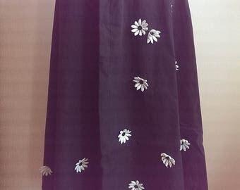 1950s A-line Black Skirt with Cotton Daisy Appliqués Medium Large M / L