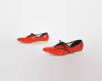 Vintage 60s Bowling SHOES / 1960s Red Patent Leather Lace-Up Mod Oxfords Flats 6 1/2