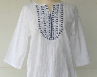 BB001---Cotton blouse with pleats and flowers embroidery.
