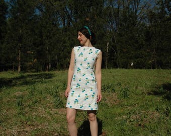 Size Small... Vintage 1960s Floral Sheath Dress... 60s Summer Dress... Sweet Blue Flowers