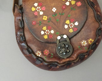 vintage 1970s purse / 70s tooled leather hand painted floral vintage bag