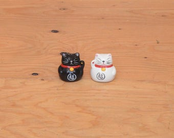 Asian Kitty Cat Ceramic Pottery Salt And Pepper Shakers