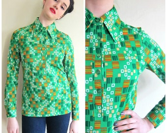 Vintage 1970s Graphic Print Green Shirt / 70s Button Down Blouse in Geometric Pattern