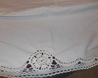 Vintage Crochet Roses Cotton Bedspread Coverlet Shabby Chic Romantic Chic 86 x 100
