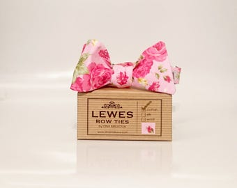 Men's pink cotton self-tie bow tie with pink roses, men's English rose bow ties, wedding bow ties, pink rose bow tie, floral pink bow tie
